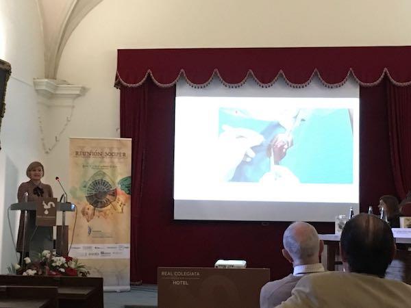 cirujana plástica Nazaret Ruiz López Compartiendo experiencias en León